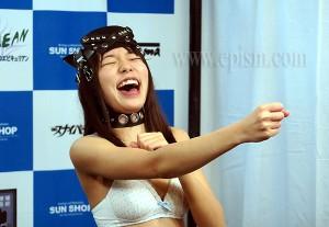 爆笑する舞坂仁美