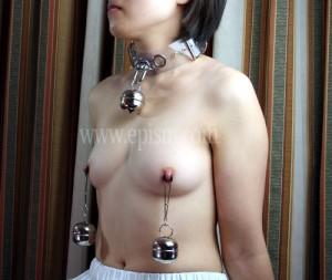 鈴を乳首に装飾